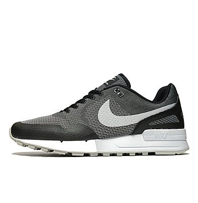 black and white nike trainers