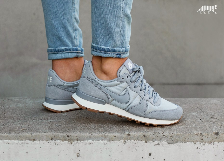 nike womens internationalist